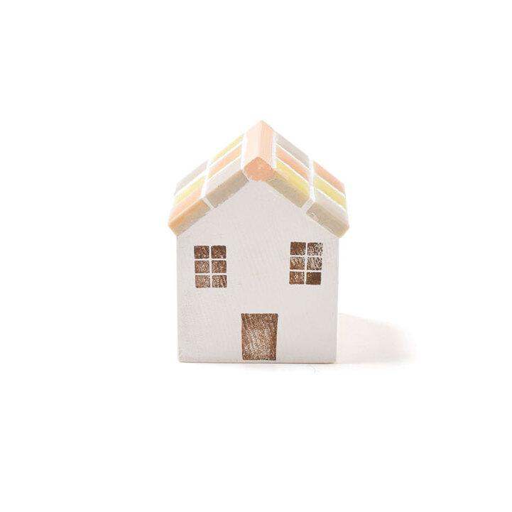 タイル屋根がかわいい北欧風のおうち(ピンク)