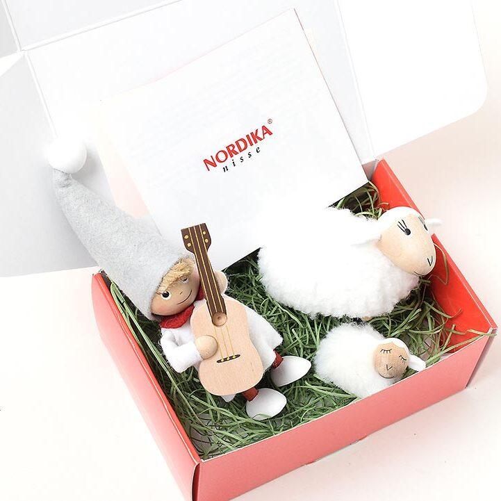 ノルディカニッセ クリスマスを過ぎても飾れるニッセと羊のセット